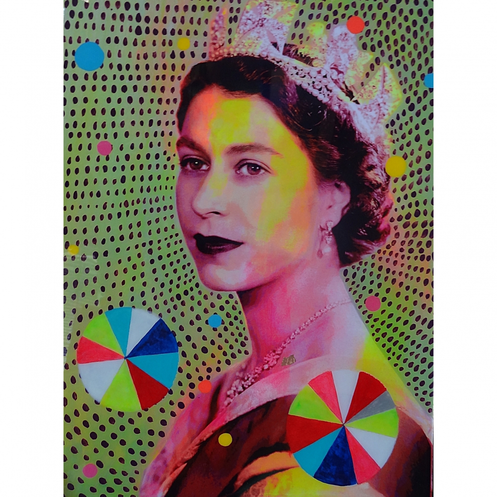 Queen with Beachballs 2 by Helene Lacelle