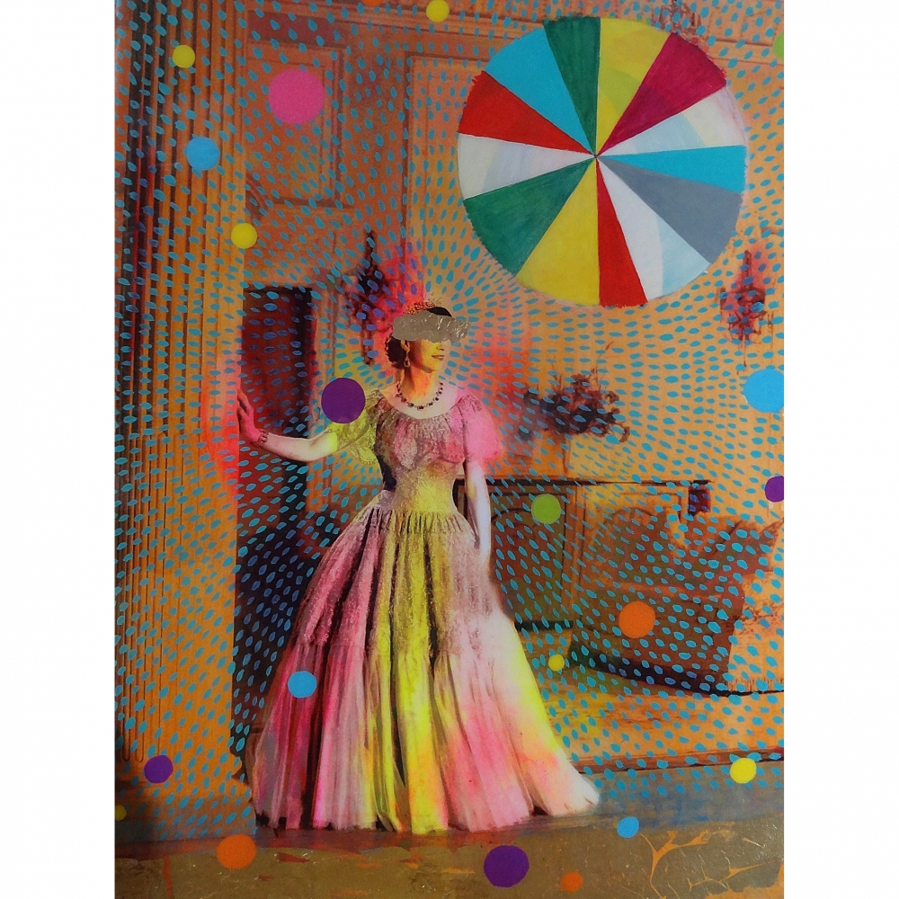Queen with Beachball 5 by Helene Lacelle